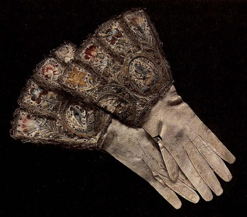 1650s_embroidered-gloves
